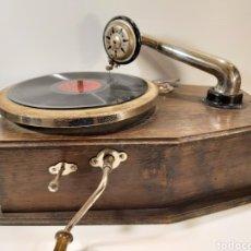 Gramófonos y gramolas: ANTIGUO GRAMÓFONO DE PEQUEÑAS DIMENSIONES. Lote 205673528