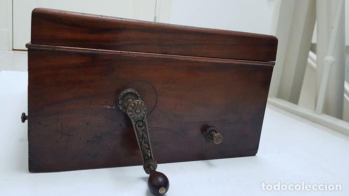 Gramófonos y gramolas: ANTIGUA CAJA DE MÚSICA ADLER CON UN DISCO año 1890 Peso 9 kg 1400 - Foto 3 - 207578493
