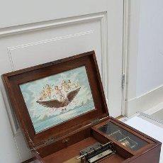 Gramófonos y gramolas: ANTIGUA CAJA DE MÚSICA ADLER CON UN DISCO AÑO 1890 PESO 9 KG 1400. Lote 207578493