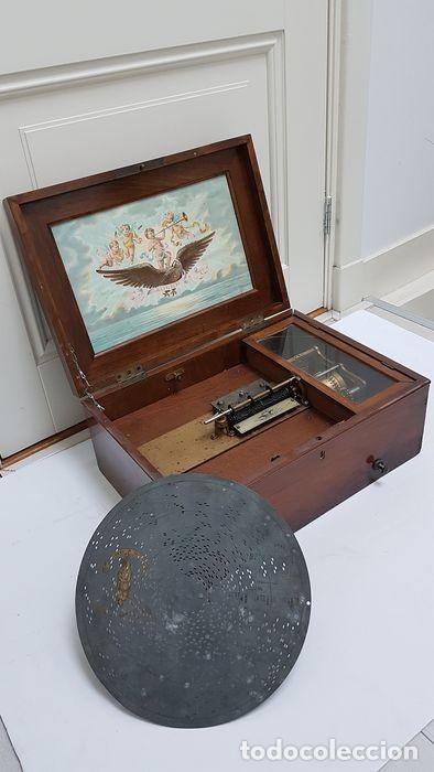 Gramófonos y gramolas: ANTIGUA CAJA DE MÚSICA ADLER CON UN DISCO año 1890 Peso 9 kg 1400 - Foto 15 - 207578493