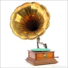 Gramófonos y gramolas: ANTIGUO GRAMÓFONO PATHÉ PATHEPHONE Nº 4 CON TROMPA DE LATÓN. FRANCIA, CIRCA 1920. Lote 210662085