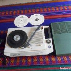 Gramófonos y gramolas: TOCADISCOS DE MALETA COSMO 510. AÑOS 60 70. REGALO SANYO CASSETTE TAPE RECORDER M 2541. AÑOS 80.. Lote 210795521