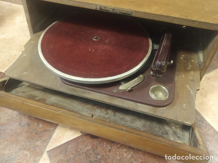 TOCADISCOS HISPANO SUIZA. MELODIAL COSMOPHON. MODELO STANDARD DE 1942. POCO VISTO. (Radios, Gramófonos, Grabadoras y Otros - Gramófonos y Gramolas)