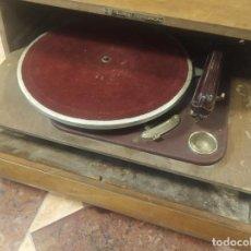 Gramófonos y gramolas: TOCADISCOS HISPANO SUIZA. MELODIAL COSMOPHON. MODELO STANDARD DE 1942. POCO VISTO.. Lote 214414885