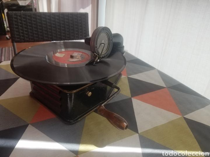 Gramófonos y gramolas: Antiguo Gramofono pequeño BINGOLA 1920.GRAMOPHONE - Foto 4 - 215087916