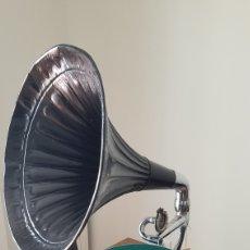 Gramófonos y gramolas: ANTIGUO GRAMOFONO DE TROMPETA DE 1920. Lote 217766598