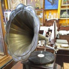 Gramófonos y gramolas: ANTIGUO GRAMOFONO GRAMOLA DE SALON - HIS MASTER'S VOICE - ORIGINAL - FUNCIONA. Lote 217801638