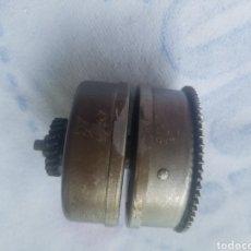 Gramófonos y gramolas: ANTIGUO MOTOR DOBLE CUERDA FUNCIONAL GRAMOFONO. Lote 218215033