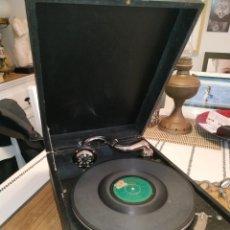Gramófonos y gramolas: GRAMOFONO MALETA LA VOZ DE SU AMO. Lote 218970655
