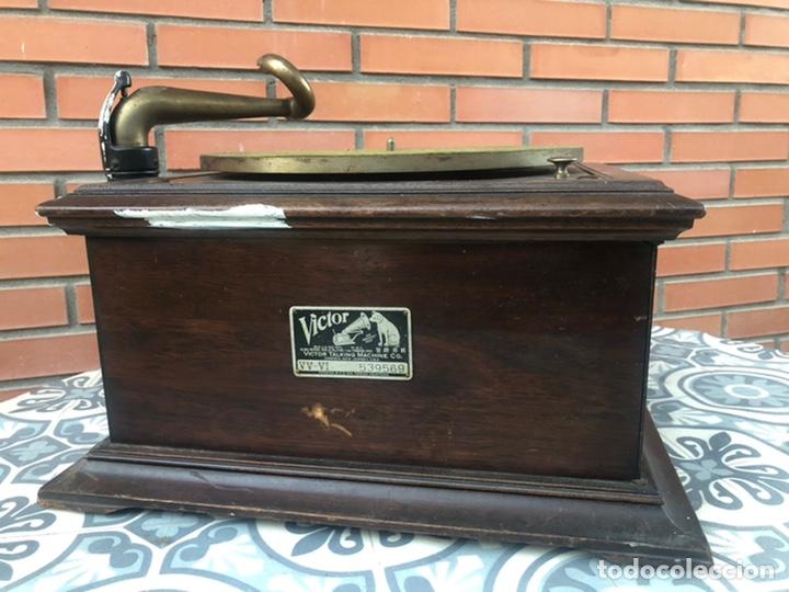 VICTROLA VI VICTOR GRAMOFONO MÁS PONIENDO USMO RCA VV-VI TALKING MACHINE (Radios, Gramófonos, Grabadoras y Otros - Gramófonos y Gramolas)