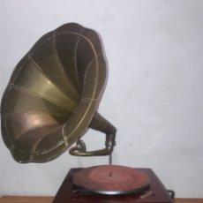 Gramófonos y gramolas: THE GRAMOPHONE HIS MASTER'S VOICE. Lote 221372541