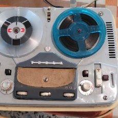 Gramófonos y gramolas: MAGNETÓFONO TESLA CON 10 CINTAS DE MÚSICA.. Lote 221640646