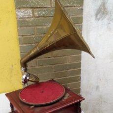 Gramófonos y gramolas: GRAMÓFONO DE MANIVELA MADERA ALTAVOZ DE LATÓN FUNCIONA. Lote 222171311