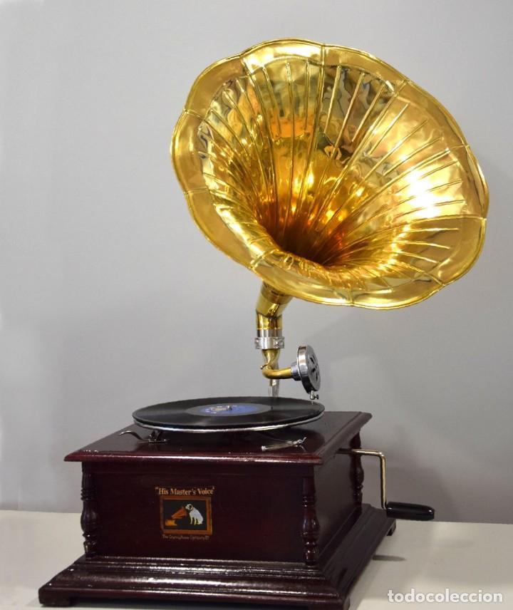GRAMÓFONO CUADRADO. 70X49X49CM (Radios, Gramófonos, Grabadoras y Otros - Gramófonos y Gramolas)