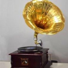 Gramófonos y gramolas: GRAMÓFONO CUADRADO. 70X49X49CM. Lote 222387427