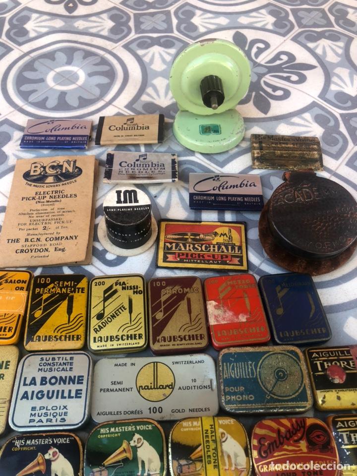 Gramófonos y gramolas: Lote 37 cajas latas de aguja gramófono. Más poniendo USMO - Foto 3 - 220627996