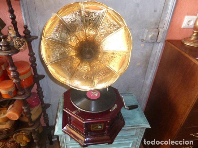 GRAMOFONO O GRAMOLA, FUNCIONANDO CON DISCO Y AGUJAS DE REGALO HIS MASTER´S VOICE (Radios, Gramófonos, Grabadoras y Otros - Gramófonos y Gramolas)
