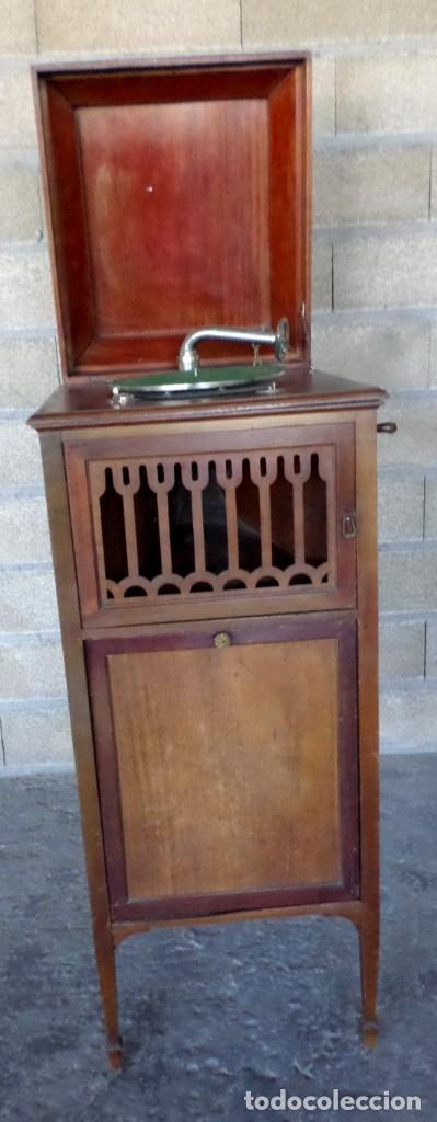 GRAMOLA O GRAMOFONO DE MADERA -- NO FUNCIONA (Radios, Gramófonos, Grabadoras y Otros - Gramófonos y Gramolas)