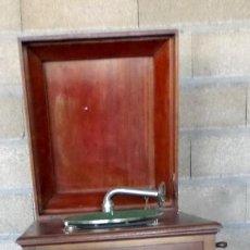 Gramófonos y gramolas: GRAMOLA O GRAMOFONO DE MADERA -- NO FUNCIONA. Lote 227266975
