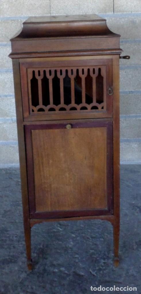 Gramófonos y gramolas: GRAMOLA O GRAMOFONO DE MADERA -- No funciona - Foto 2 - 227266975
