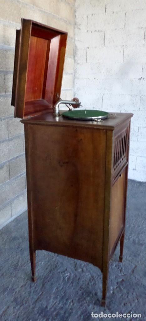 Gramófonos y gramolas: GRAMOLA O GRAMOFONO DE MADERA -- No funciona - Foto 3 - 227266975