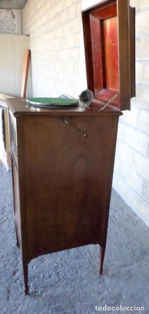 Gramófonos y gramolas: GRAMOLA O GRAMOFONO DE MADERA -- No funciona - Foto 4 - 227266975