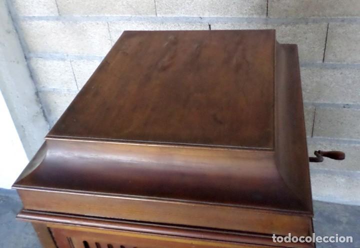 Gramófonos y gramolas: GRAMOLA O GRAMOFONO DE MADERA -- No funciona - Foto 5 - 227266975