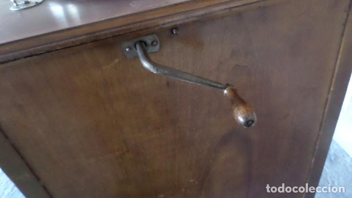 Gramófonos y gramolas: GRAMOLA O GRAMOFONO DE MADERA -- No funciona - Foto 6 - 227266975