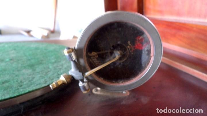 Gramófonos y gramolas: GRAMOLA O GRAMOFONO DE MADERA -- No funciona - Foto 7 - 227266975
