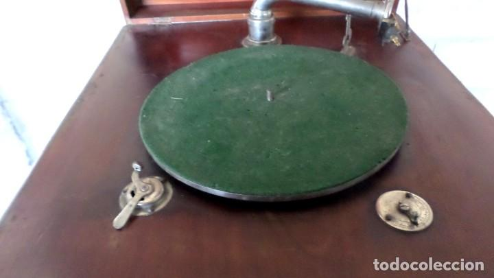 Gramófonos y gramolas: GRAMOLA O GRAMOFONO DE MADERA -- No funciona - Foto 8 - 227266975