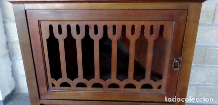 Gramófonos y gramolas: GRAMOLA O GRAMOFONO DE MADERA -- No funciona - Foto 10 - 227266975