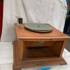 Gramofones e jukeboxes: PRECIOSO GRAMOFONO ANTIGUO DE MADERA!. Lote 227909778