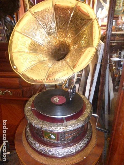 GRAMOFONO O GRAMOLA, FUNCIONANDO CON DISCO Y AGUJAS DE REGALO (Radios, Gramófonos, Grabadoras y Otros - Gramófonos y Gramolas)