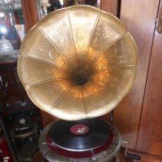 Gramófonos y gramolas: GRAMOFONO O GRAMOLA, FUNCIONANDO CON DISCO Y AGUJAS DE REGALO. Lote 247955355
