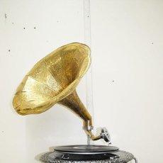Gramófonos y gramolas: GRAMOLA ESTILO ANTIGUA. Lote 230353900