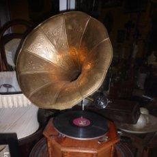 Gramófonos y gramolas: ANTIGUO GRAMOFONO LA VOZ DE SU AMO, FUNCIONANDO. Lote 230825160