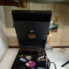 Gramófonos y gramolas: GRAMÓFONO DE MALETA LA VOZ DE SU AMO MODELO 101. Lote 234745400