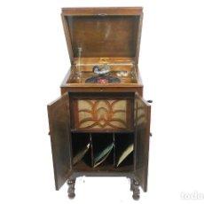 Gramófonos y gramolas: ANTIGUO GRAMOFONO DE MUEBLE LA VOZ DE SU AMO-FUNCIONANDO-COLECCIONISTAS. Lote 235322190