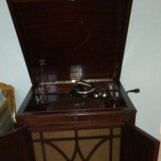 Gramófonos y gramolas: GRAMOFONO O GRAMOLA COMPLETA O POR PIEZAS.. Lote 236144625