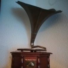 Gramófonos y gramolas: GRAMOLA HIS MASTERS VOICE. Lote 236135730