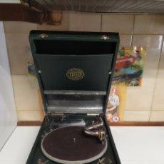 Gramófonos y gramolas: GRAMOLA DE MALETA TRIO. Lote 236705760