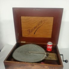 Gramófonos y gramolas: POLYPHON MUSIC BOX (INCLUYE 10 DISCOS) [CAJA DE MÚSICA]. Lote 240119500