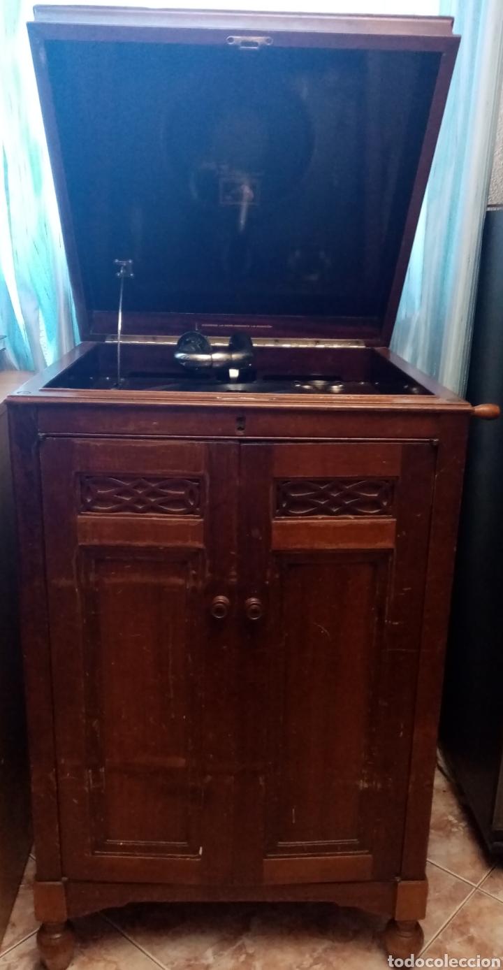 Gramófonos y gramolas: Gramola en mueble: la voz de su amo: --mando vídeo para ver que está en funcionamiento-- - Foto 2 - 240199825