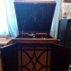 Gramófonos y gramolas: GRAMOLA EN MUEBLE: LA VOZ DE SU AMO: --MANDO VÍDEO PARA VER QUE ESTÁ EN FUNCIONAMIENTO--. Lote 240199825