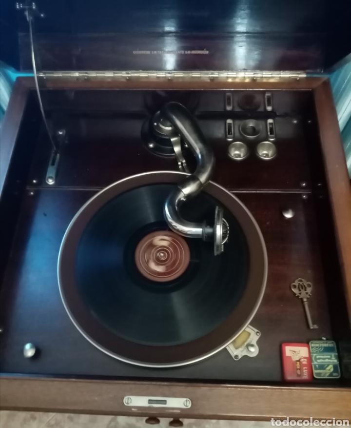 Gramófonos y gramolas: Gramola en mueble: la voz de su amo: --mando vídeo para ver que está en funcionamiento-- - Foto 8 - 240199825