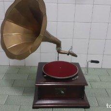 Gramófonos y gramolas: ANTIGUO GRAMÓFONO GRAMOLA HIS MASTER'S VOICE. Lote 243918250