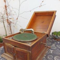 Gramófonos y gramolas: ANTIGUO GRAMÓFONO, GRAMOLA. FUNCIONA! VER FOTOS. Lote 243974170