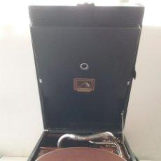 Gramófonos y gramolas: ANTIGUA GRAMOLA DE CAJA CASA VICENTE.. Lote 248447210