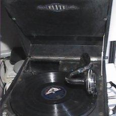 Gramophones: GRAMÓFONO / GRAMOLA ELITE. HACIA 1930 + ALBUM CON 12 DISCOS DE PIZARRA.. Lote 249058785