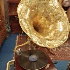 Gramophones: GRAMOFONO, 68 CMS. ALTURA, BASE 37 CMS.. Lote 249134470
